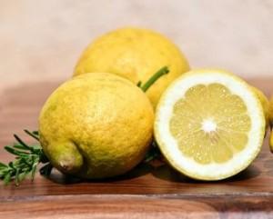 Limón para el acne en el pecho