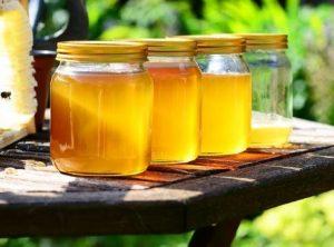 Miel para espinillas enterradas