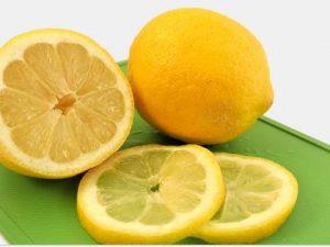 Limon para espinillas en la barbilla